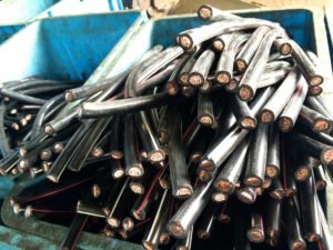アーバンリグで電線から銅を取り出す